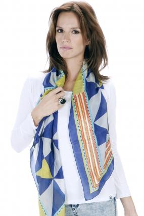 Pañuelo seda con triangulos